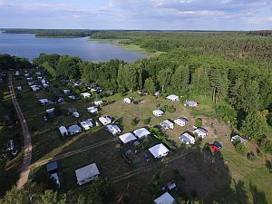 Campingplatz von Oben - Stellplätz in der Sonne